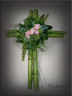 All Saints ' day, all souls funeral arrangement - DIY - Polygonum sticks, Bu. Church Flowers, Funeral Flowers, Funeral Floral Arrangements, Flower Arrangements, Green Funeral, Casket Flowers, Funeral Sprays, Memorial Flowers, Cemetery Flowers