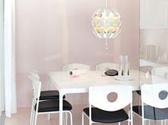 Karl Malmvall och Eva Lilja Löwenhielm är designerna bakom serien BEKANT, en flexibel serie som uppmuntrar till samarbeten, möten och kreativitet. STOLJAN konferensstol.