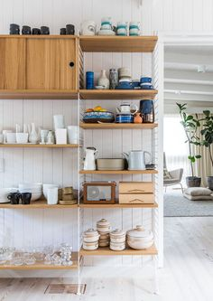 string shelf + assortment of kitchenware via the design files Style At Home, String Shelf, Decoracion Vintage Chic, Farmhouse Side Table, Melbourne House, Decoration Inspiration, Shelf Inspiration, Design Inspiration, Decor Ideas