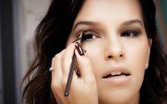 Aprenda a fazer essa maquiagem delicada, que pode ir do dia até a noite.