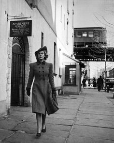 Alfred Eisenstaedt Photo: Fashion on the Streets of New York City, 1940 ``