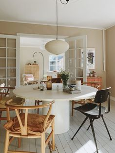 The Most Beautiful Dining Rooms of 2019 - Nordic Design Hygge Home, Beautiful Dining Rooms, Up House, Dining Room Inspiration, Scandinavian Interior, Danish Interior, Dining Room Design, Home Decor Accessories, Kitchen Dining