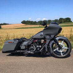 Harley Road Glide, Harley Davidson Street Glide, Harley Davidson Motorcycles, Harley Wheels, Harley Bikes, Road Glide Special, Harley Softail, Custom Baggers, Bobber Motorcycle