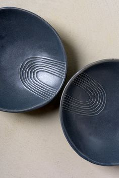 Black Serving Bowls, Small Ceramic Bowls, Ceramic Serving Tray, Appetizer Plate, Breakfast Bowl, Pasta Bowl,Modern black Dish,Stoneware Modern black dinnerware plate, made of gray glazed Stoneware ceramic with a delicate round line pattern. can use as a Soup/ Pasta Bowl, or a green leaves salad Serving Dish. lovely as a Appetizer Plate, Serving fresh strawberries, homemade chocolate cake or some Condiment.  Made of folded stoneware sheets stamped with round line pattern. Dipped in gray…
