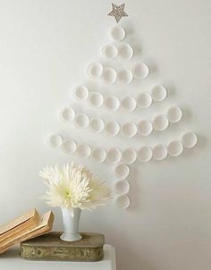 DIY Christmas tree (cupcake holders or plastic cups)- you could do it with green plastic cups too! alternative Christmas Tree for when there is no room. Diy Christmas Art, Christmas Tree Cupcakes, Diy Christmas Decorations Easy, Noel Christmas, White Christmas, Cupcake Tree, Paper Cupcake, Diy Cupcake, French Christmas