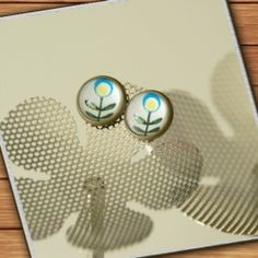bronze-colored stud earrings - retro flowers blue yellow green - handmade by Mad In Belgium (www.mad-in-belgium.com)