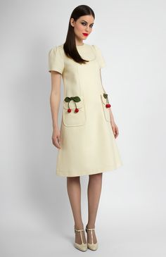 Breast-yoke A-shape textured stretchy cotton dress. Round neck. Patch pockets with fixed decorative cherries. Balloon sleeves. Hidden back zip closure.