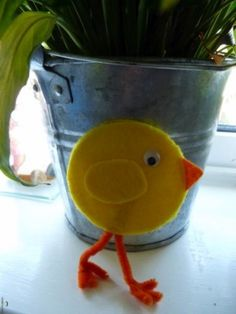 Kreatív ötletek Húsvétra:  Húsvéti csibe        http://www.hobbycenter.hu/Unnepek/kreativ-oetletek-husvet-csibe.html#axzz2LcbHEtGO