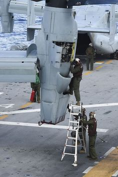 """"""" Marines from Marine Medium Tiltrotor Squadron (VMM) 262 conduct routine maintenance on a V-22A Osprey """""""