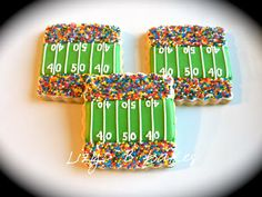 Sweet football field cookies... I might not be into football but I am into themed food!