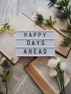 Manage stress and anxiety with meditation. Happy Days Ahead memo, on a pile of books and flowers. Citations Lightbox, Lightbox Quotes, Licht Box, Light Board, Boxing Quotes, New Year 2018, Stress And Anxiety, Happy Day, Positivity