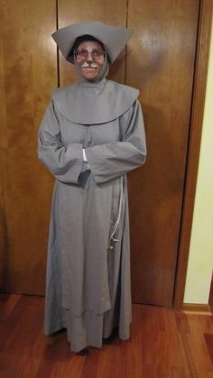 """The finished Novice Hame costume (from the Doctor Who episode """"Gridlock"""").  I dyed the gloves grey before I wore it to Dragon*Con 2012.  Face paint is Ben Nye water-activated paint.  April 2012"""