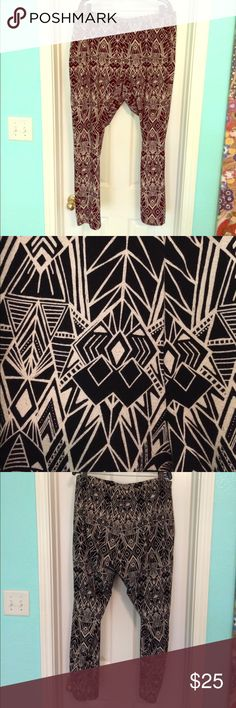 Torrid Geometric Print Leggings Torrid brand Geometric Print Leggings -- super soft and comfy -- pair with an oversized shirt of tank and any type of shoe--heels, flats, sneakers -- perfect for year round wear! Size would fit 3x-4x torrid Pants Leggings