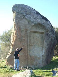 Piedra Escrita de Cenicientos podría ser un santuario rural consagrado a Diana y también podría haber señalado la frontera oriental entre Lusitania y Citerior. piedra escrita 4.jpg