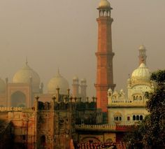 Caption means to depict Mughal architecture (The Badshahi mosque on the far left), British architecture (in the centre) and Sikh architecture (Gurwara on the far right) Mughal Architecture, British Architecture, Chinese Architecture, Beautiful Architecture, Art And Architecture, Pakistani Culture, Indus Valley Civilization, Lahore Pakistan, Wanderlust