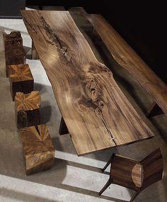 Moderne Wohnzimmermöbel aus Massivholz und mit exotischer Farbe