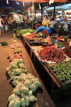 greengrocers by mamuangsuk, via Flickr