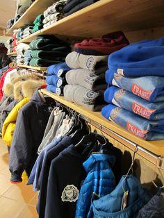 Ciao a tutti! Oggi proposte maschili con una visuale sui nostri display autunno inverno 2015-16. Felperia e magliera SHOESHINE ® Franklin & Marshall , jeans Meltin'Pot Roy Roger's , camicie Vans , giacche e parka PENN-RICH , parka Freedomday e tanto altro..un mondo di novità tutte da scoprire #nuoviarrivi #fw16 #followthebuyer #fashion #instafashion #instamood #instablogger #Moena #Dolomiti #Valdifassa #LSF #ladinsport