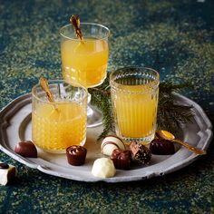 Helmeilevä glögi | K-ruoka #joulu #juoma Christmas Drinks, Ginger Ale, Merry Little Christmas, Panna Cotta, Cocktails, Cheese, Ethnic Recipes, Food, Merry Christmas Background