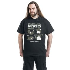 "Classica T-Shirt uomo nero ""Installing Muscles please wait ...""."