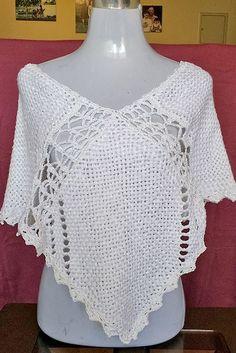 poncho en seda negro calado a crochet Crochet Wrap Pattern, Crochet Poncho Patterns, Crochet Tunic, Crochet Art, Love Crochet, Stitch Patterns, Circle Pattern, Weaving, Cardigan