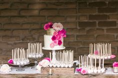 LOVE the colors and gold accent and the cake pops ideas. Gold And White Cake With Pink Flowers And Cake Pops Party Desserts, Wedding Desserts, Easter Desserts, Wedding Cake Pops, Wedding Cakes, Gold And White Cake, Sweet Table Wedding, Sweet Tables, Cake Pop Displays