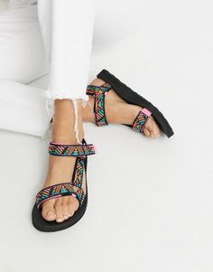 Shop the latest Teva Original Universal sandals in boomerang pink print trends with ASOS! Strappy Sandals Heels, Sport Sandals, Teva Original Universal, Croc Heels, Holiday Shoes, Black Nikes, Ladies Sandals, Mountain Style, Outfits