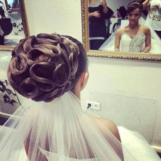 Up Hairstyles, Wedding Hairstyles, Beehive Hair, Wedding Updo, Updos, Bridal Hair, Hair Makeup, Tulle, Hair Beauty