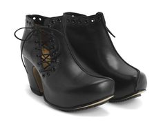 """The Prepare Venturous is a bold reincarnation of equally daring lace-up Vogs you may remember from a few seasons ago. Built on our popular Prepare last, these side laced stunners feature painted eyelets that run along the topline and tongue, a 1.5"""" platform and 3"""" leather wrapped heel. Kind of like your high school bestie, they're up for anything, really.Prepare for the future, choose well today.•Made in Portugal •Tunite soles with a rubber zig-zag plate •Smooth leathers •R..."""