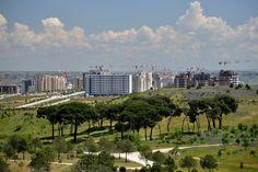Valdebebas, Madrid: Parque Forestal. Skyline urbano a junio de 2013
