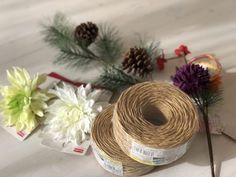 オール100均!わら要らずの手作りしめ縄リースの作り方|LIMIA (リミア) Ikebana Flower Arrangement, Flower Arrangements, New Year's Crafts, Diy And Crafts, Quilling Paper Craft, Paper Crafts, New Years Decorations, Craft Party, Holidays And Events