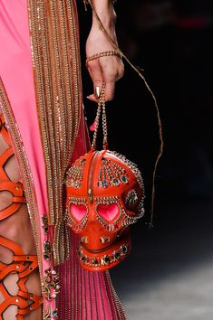 Manish Arora at Paris Fashion Week Fall 2015 - Details Runway Photos Fashion Week Paris, Fashion Weeks, Fashion Models, Fashion Bags, Fashion Accessories, Fashion 2015, Mode Baroque, Manish Arora, Fashion Details