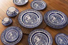 A beleza atemporal é uma característica da coleção Flamingo Blue Willow, da Oxford Porcelanas.