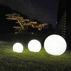 Sfere luminose da giardino ed interni