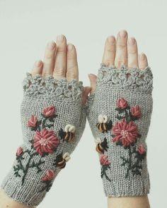 Knitting Patterns Gifts Hand Knitted Fingerless Gloves, Gloves & Mittens, Gift Ideas For Your Winter Accessories Crochet Gloves Pattern, Crochet Mittens, Hand Crochet, Hand Knitting, Knitting Patterns, Knit Crochet, Crocheted Lace, The Mitten, Bracelet Crochet