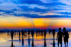 """まるであの""""ウユニ塩湖""""?台湾「高美湿地」の幻想的な鏡張りの絶景"""