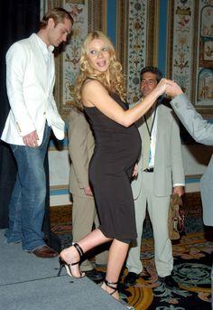 Pregnant Gwyneth Paltrow (549×800)