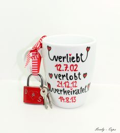Tasse mit Liebesschloss / cup with lock by Lovely-Cups via DaWanda.com