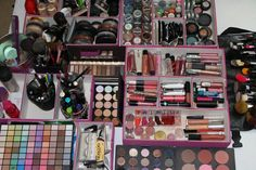 i want this....even though i dont wear much makeup lol