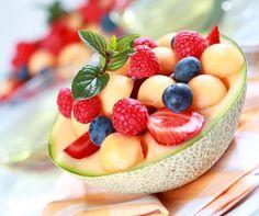 Cantaloupe-Melonen Schale gefüllt mit Früchten