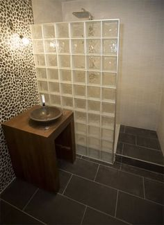 Nog een voorbeeld van een inloopdouche met glasblokken.
