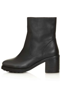 Love the Topshop AWARD Zip Side Biker Boots on Wantering | In Those Boots | womens black leather biker boots | womens shoes | womens fashion | womens style | wantering http://www.wantering.com/womens-clothing-item/award-zip-side-biker-boots/afnpN/