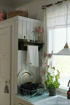 Vintage Kitchen Lots of people know just how crucial it is to have lovely kitchen curtains as decor in your home. Possibly if you spend sufficient time in your kitchen you are among these people. Kitchen Redo, New Kitchen, Kitchen Design, Farmhouse Kitchen Curtains, Kitchen Ideas, Curtains For Kitchen, Vintage Kitchen Curtains, Kitchen Window Decor, Kitchen Windows