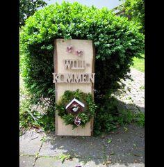 XL Willkommen Landhaus-Dekosäule mit Türkranz Bottle Opener, Etsy, Ideas, Christmas Jewelry, Backyard Patio, Rural House, Gifts, Craft, Key Bottle Opener