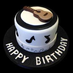 Pastel con diseño de guitarra negro