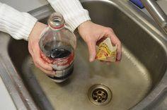 Limonáda společně s kypřícím práškem je něco jako bomba. Tak s tím zacházejte opatrně!
