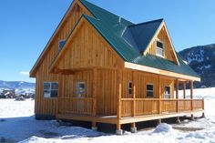 Plano de cabaña de madera de 3 dormitorios y 2 pisos