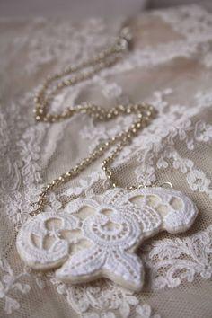 vintage lace necklace
