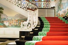 I love The Greenbrier. It's a breathtakingly wonderful place to be, whether you are there for lunch or a proper visit.