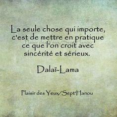 Dalaï Lama - 52 Citations - La vache rose Dalai Lama, Positive Attitude, Positive Quotes, Positive Thoughts, Attitude Quotes, Mr Wonderful, French Quotes, Spanish Quotes, Mahatma Gandhi